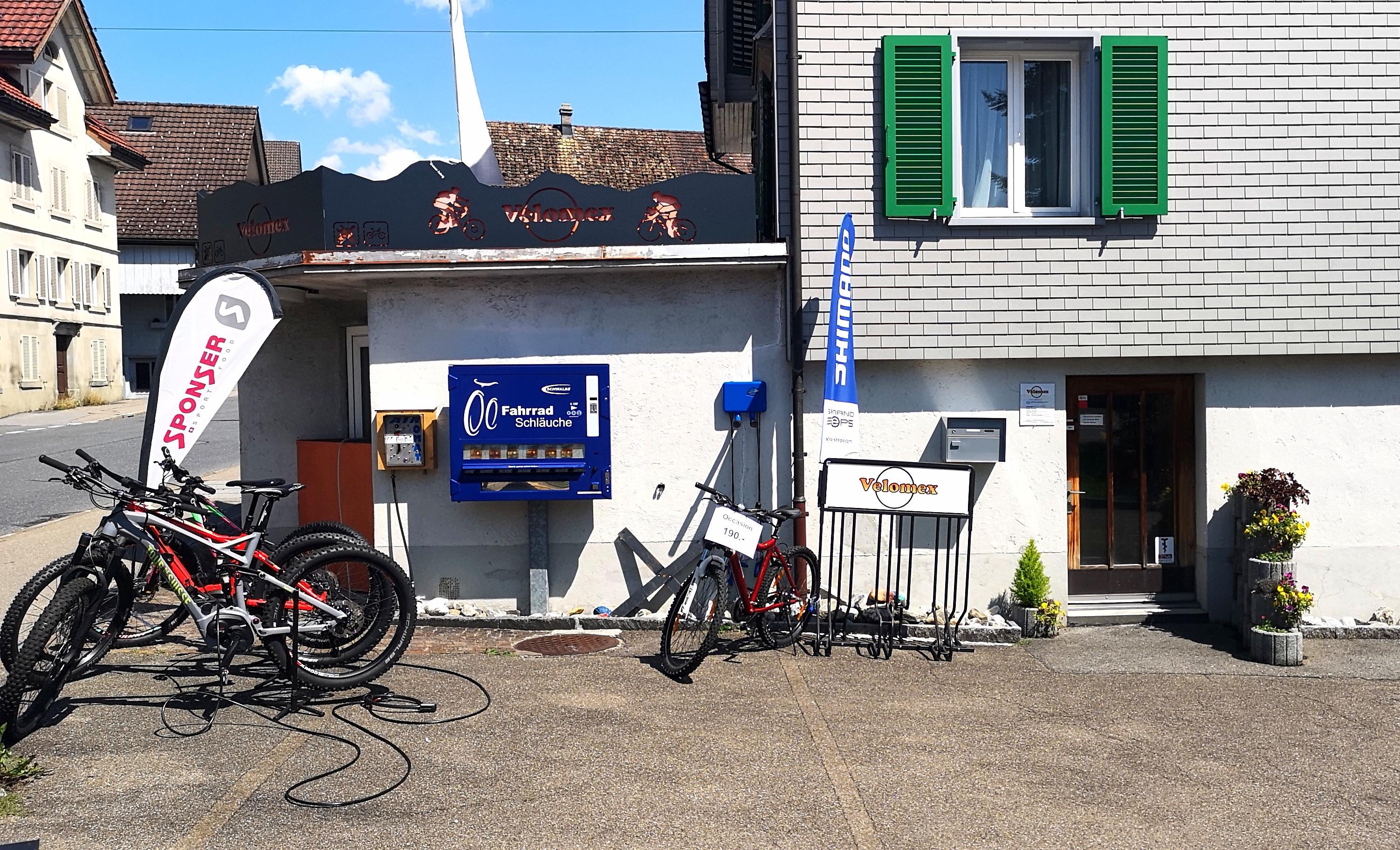 Velomex Eschenbach: Laden, Schlauchautomat