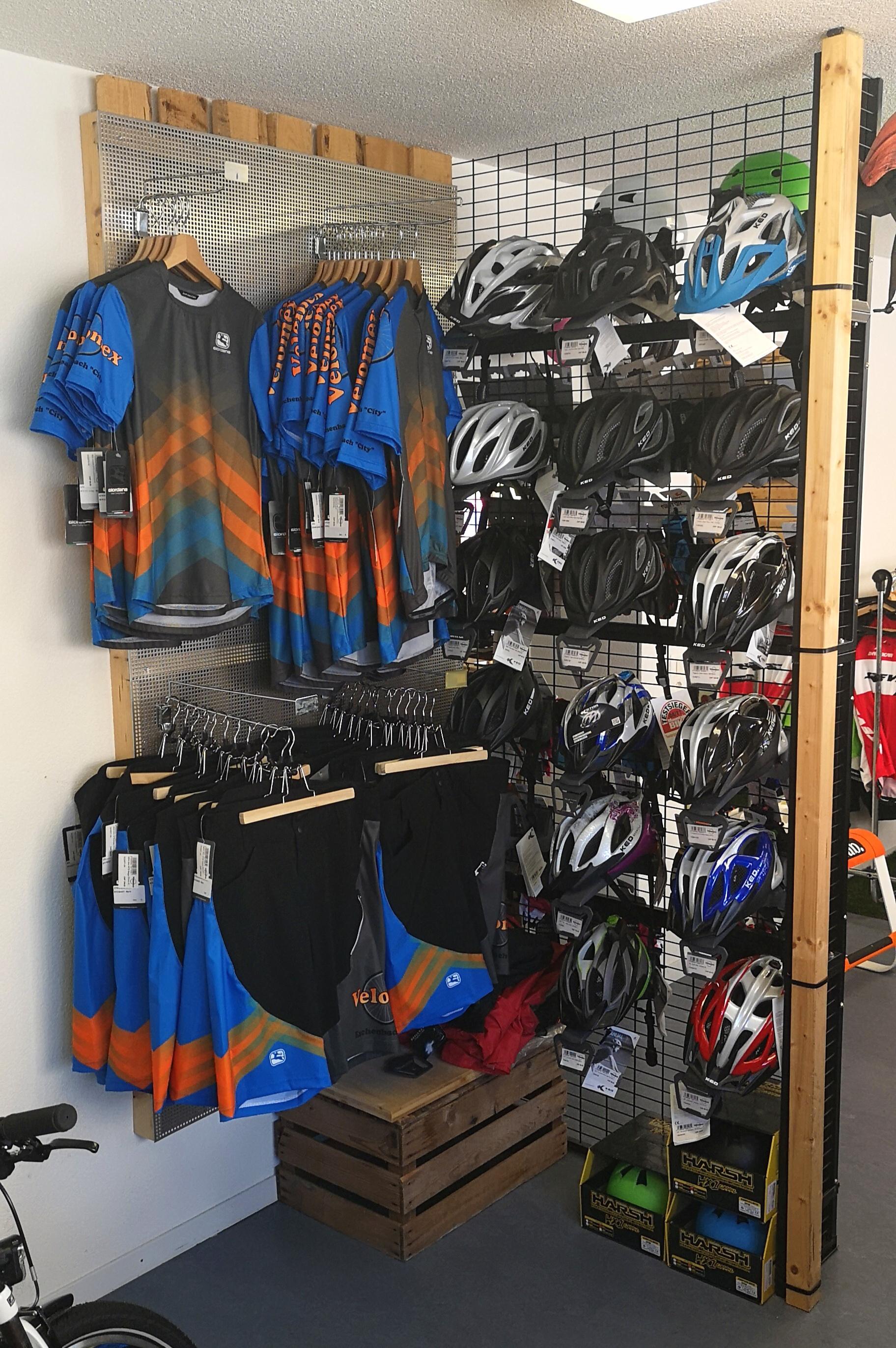 Velomex Zubehör: Helme, T-Shirts, Hosen